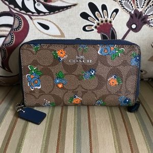 EUC Authentic coach city wallet double zip